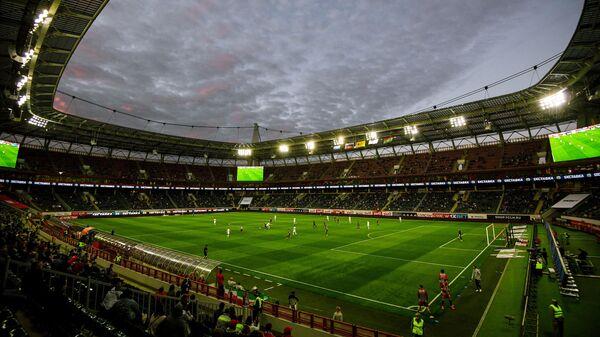 Игроки на поле РЖД Арены во время матча Локомотив — Краснодар