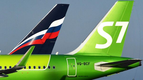 Самолет авиакомпании S7 Airlines в международном аэропорту Владивосток