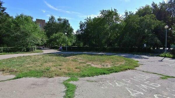 Сквер возле торгового центра Русь на Волге (вдоль улицы Фрунзе)