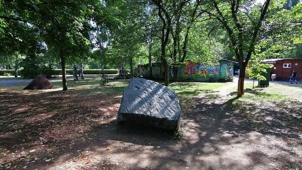 Камни как декоративный элемент в Фанни парке (Детский парк) в Тольятти