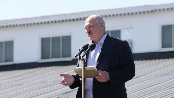 Президент Белоруссии Александр Лукашенко во время выступления на Минском заводе колесных тягачей