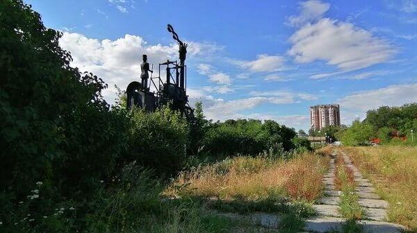 Скульптура Паровоз в 32-м квартале Автозаводского района Тольятти