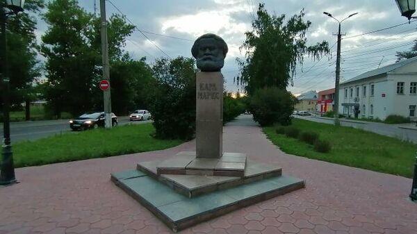 Бульвар на улице Карла Маркса в Тольятти