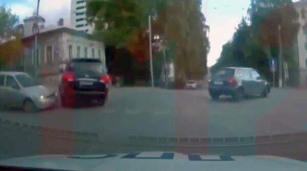Стоп-кадр видео погони сотрудников ДПС за автомобилем Toyota Land Cruiser, за рулем которого находился 23-летний Тимур Доронин