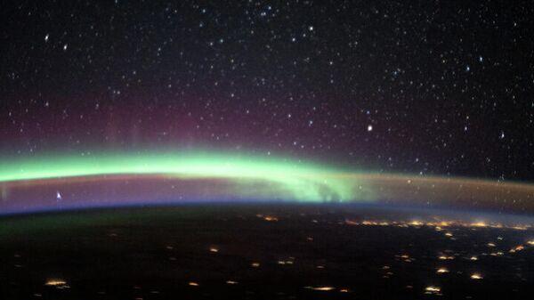 Северное сияние и свечение неба над Аляской