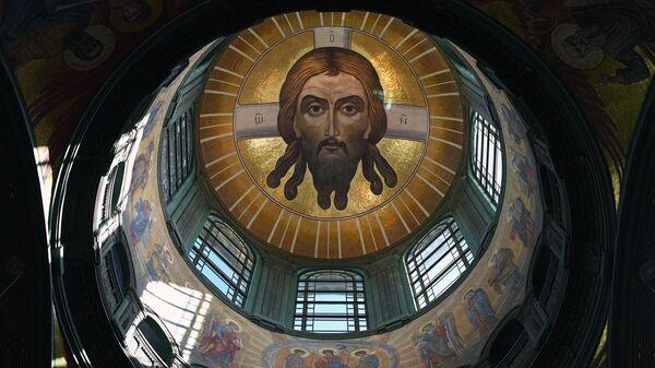 Под центральным куполом Главного храма Вооруженных сил РФ в Московской области выложен самый большой в мире образ Спаса Нерукотворного