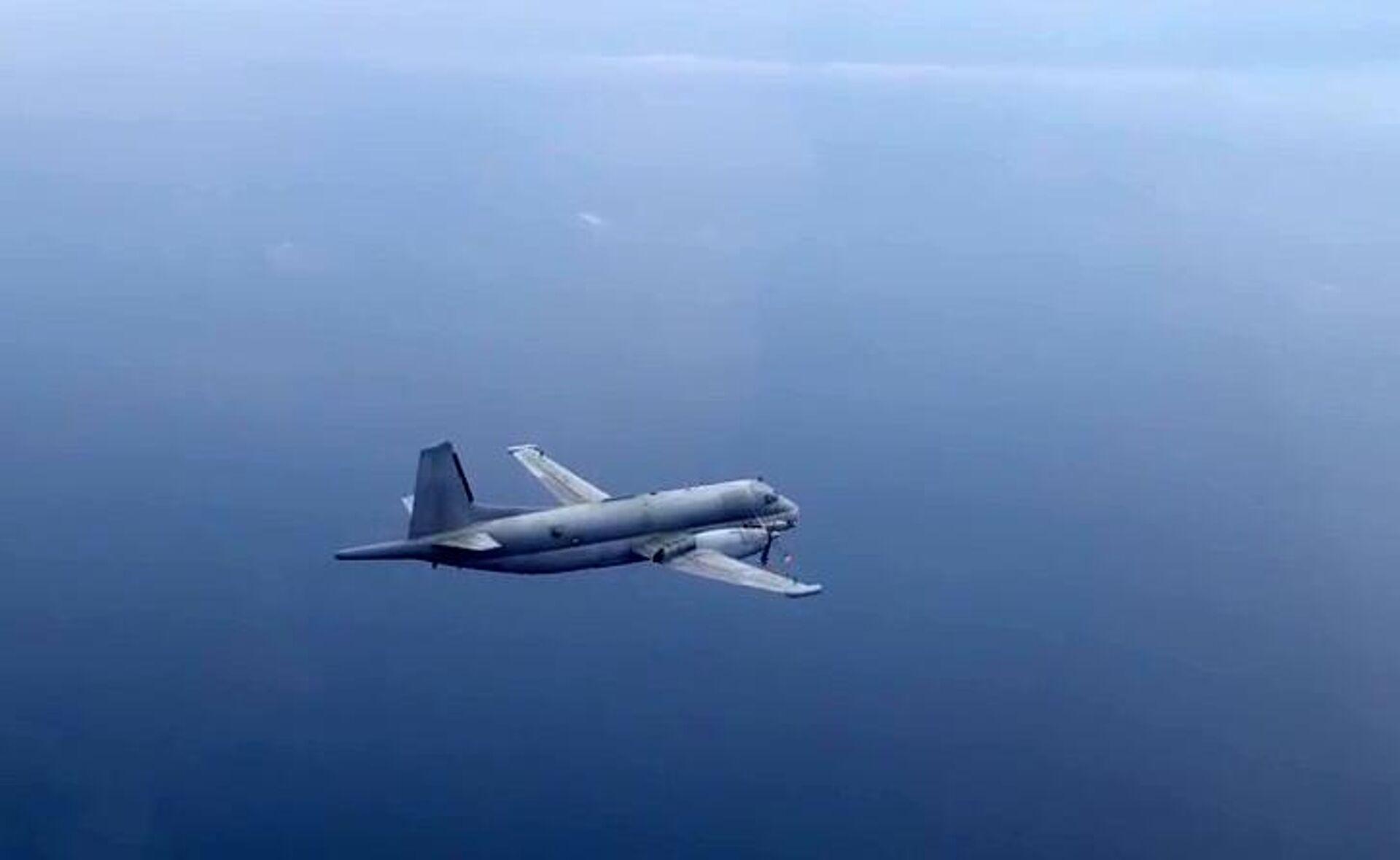Самолет-разведчик НАТО, перехваченный над Черным морем. Скриншот видео - РИА Новости, 1920, 14.09.2020