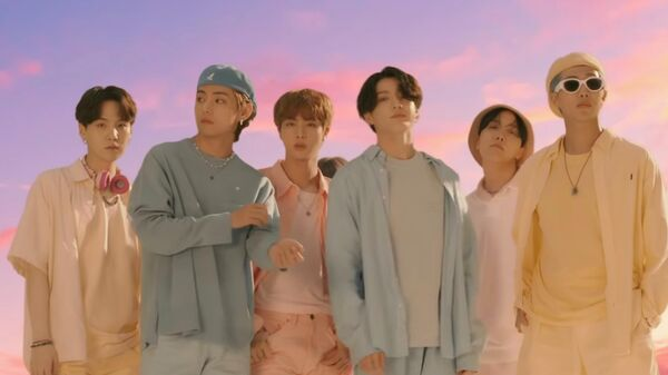 Скриншот видеоклипа BTS Dynamite