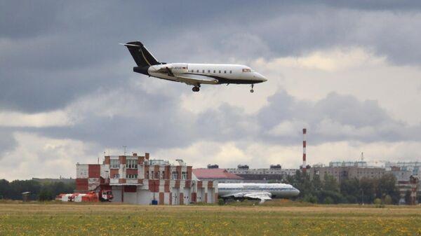 Самолет Bombardier Challenger 604 FAI Aviation Group с медицинским оборудованием на борту совершает посадку в Омском аэропорту. Фото предоставлено сообществом вКонтакте Споттинг в Омске