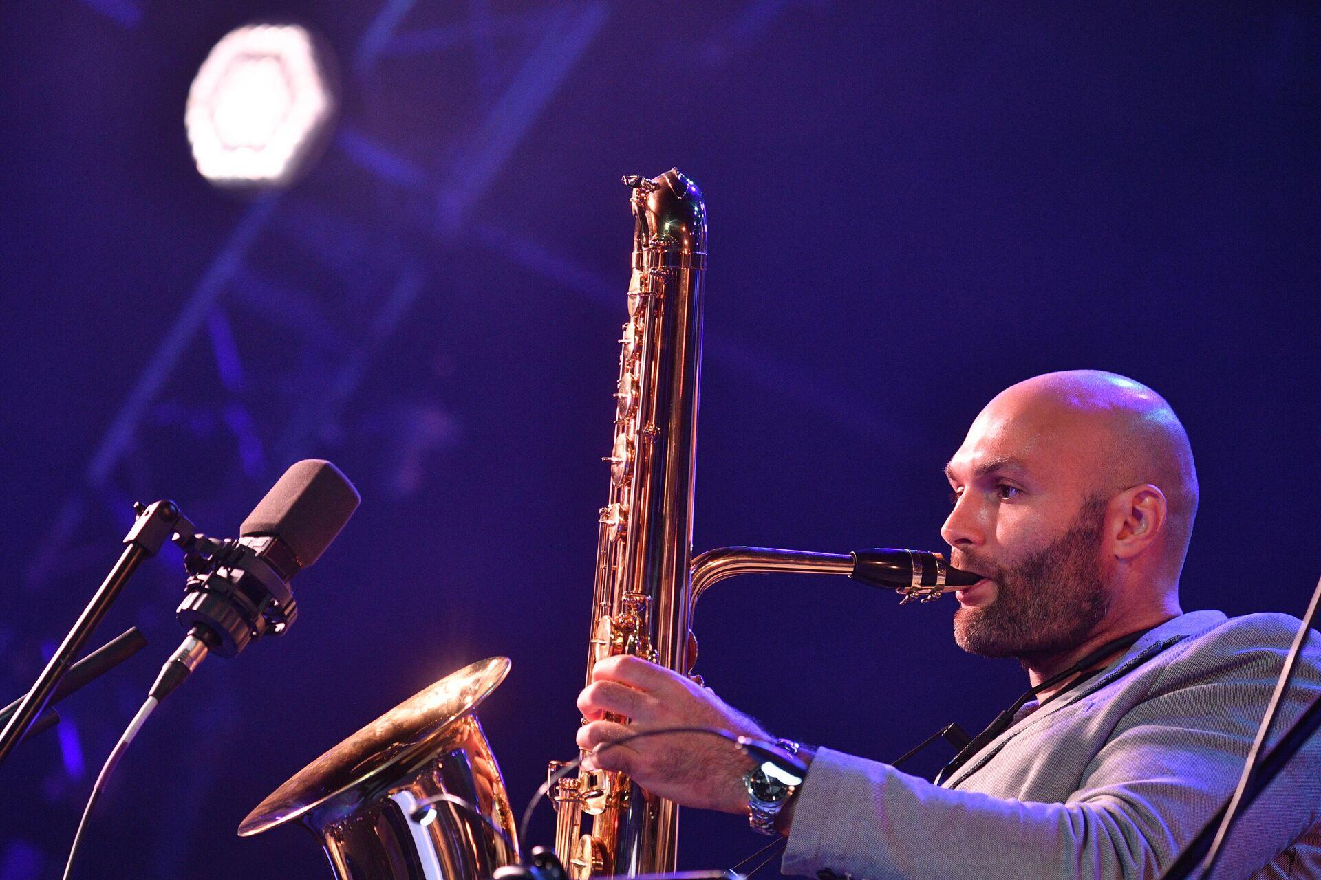 Джазовый музыкант Сергей Головня выступает на Международном джазовом фестивале Koktebel Jazz Party - 2020 в Крыму - РИА Новости, 1920, 11.06.2021