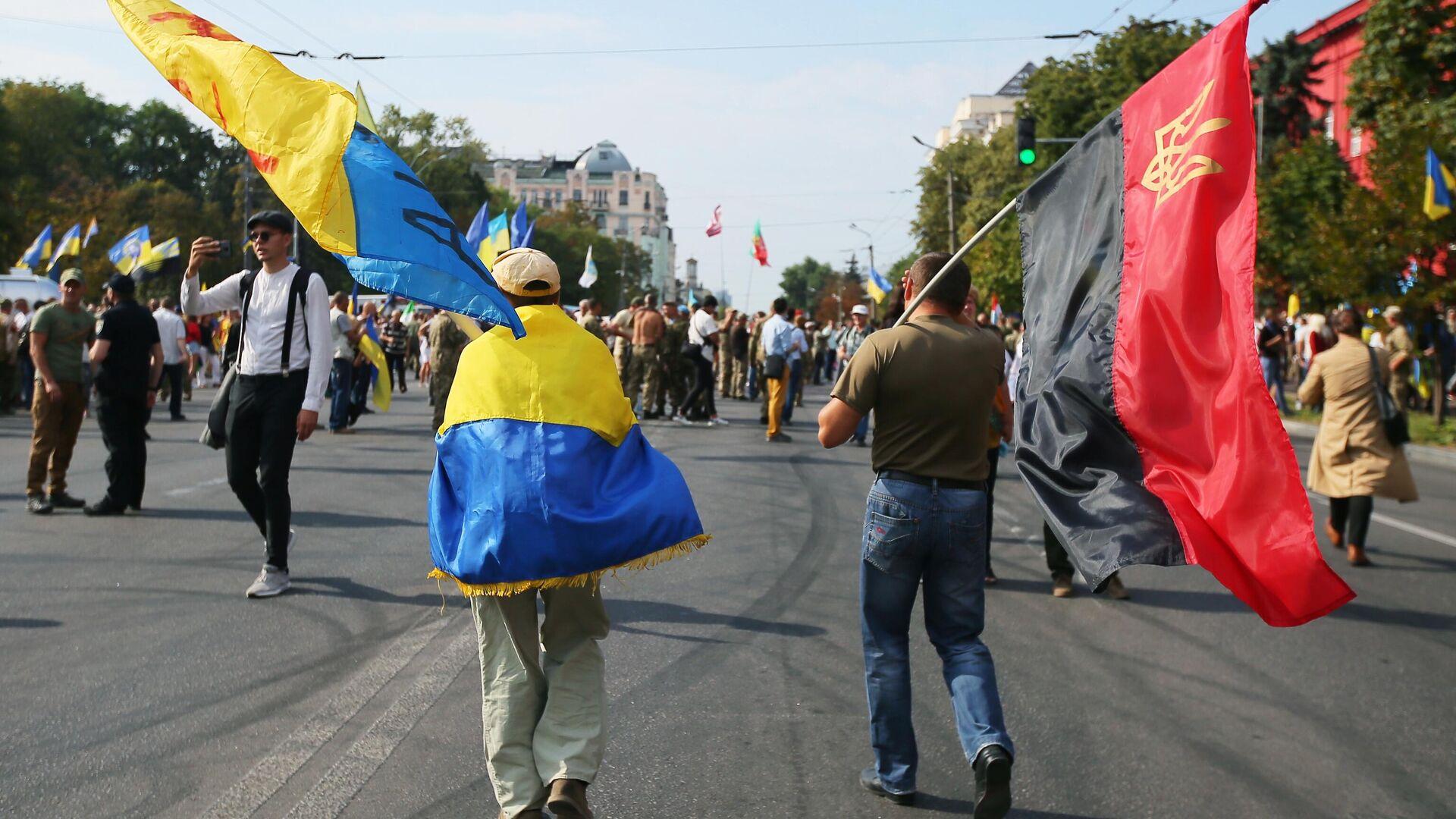 Участники Марша защитников Украины во время акции в рамках празднования Дня независимости страны в Киеве - РИА Новости, 1920, 01.09.2020