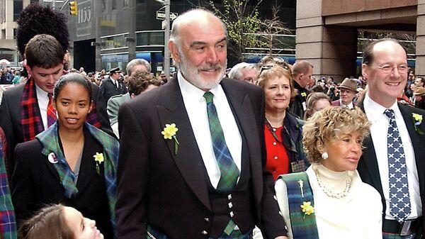 Шотландский актер Шон Коннери во время парада шотландцев на Шестой авеню в Нью-Йорке