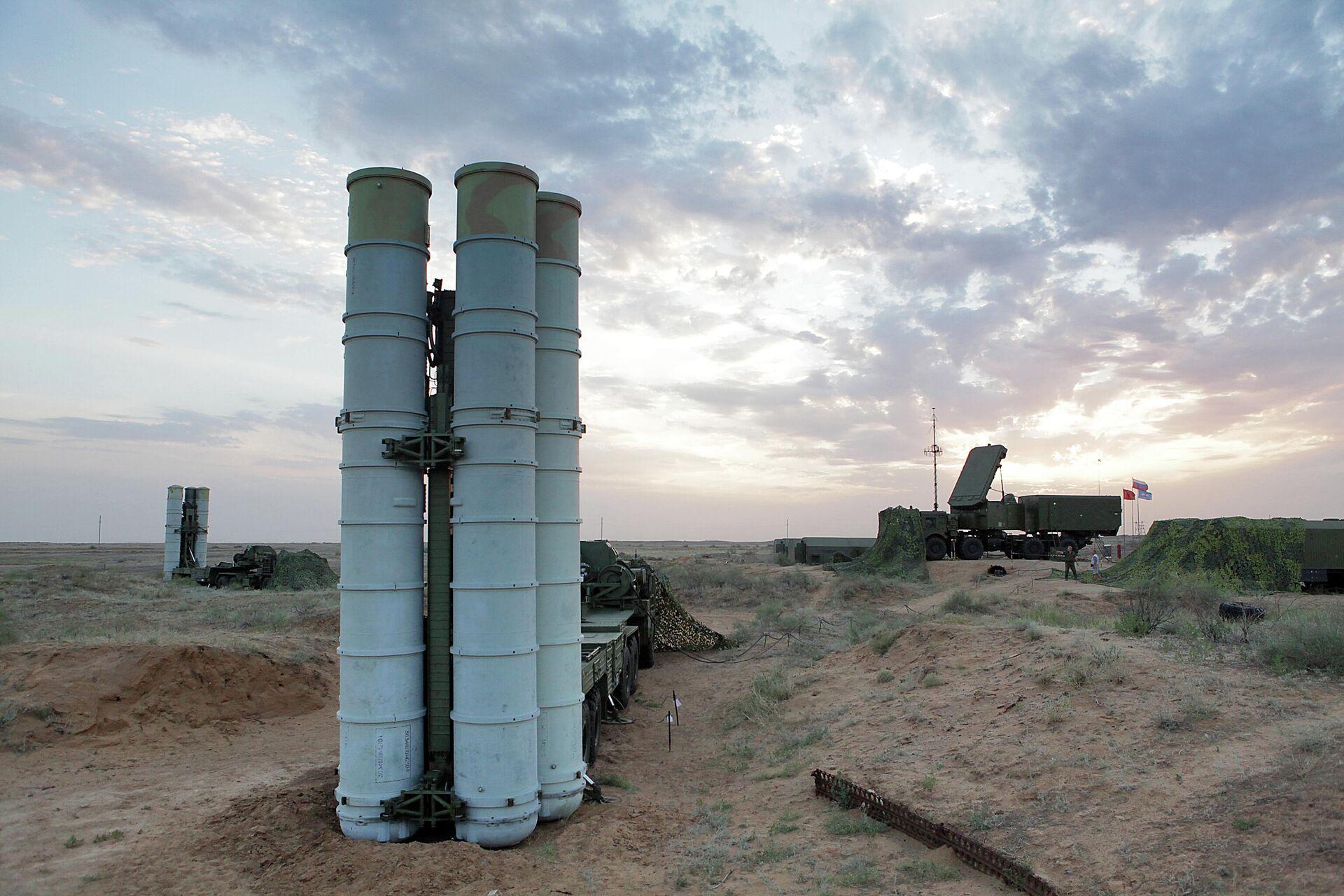 Подготовка к стрельбам зенитных ракетных систем С-400 Триумф на полигоне Ашулук - РИА Новости, 1920, 05.10.2021