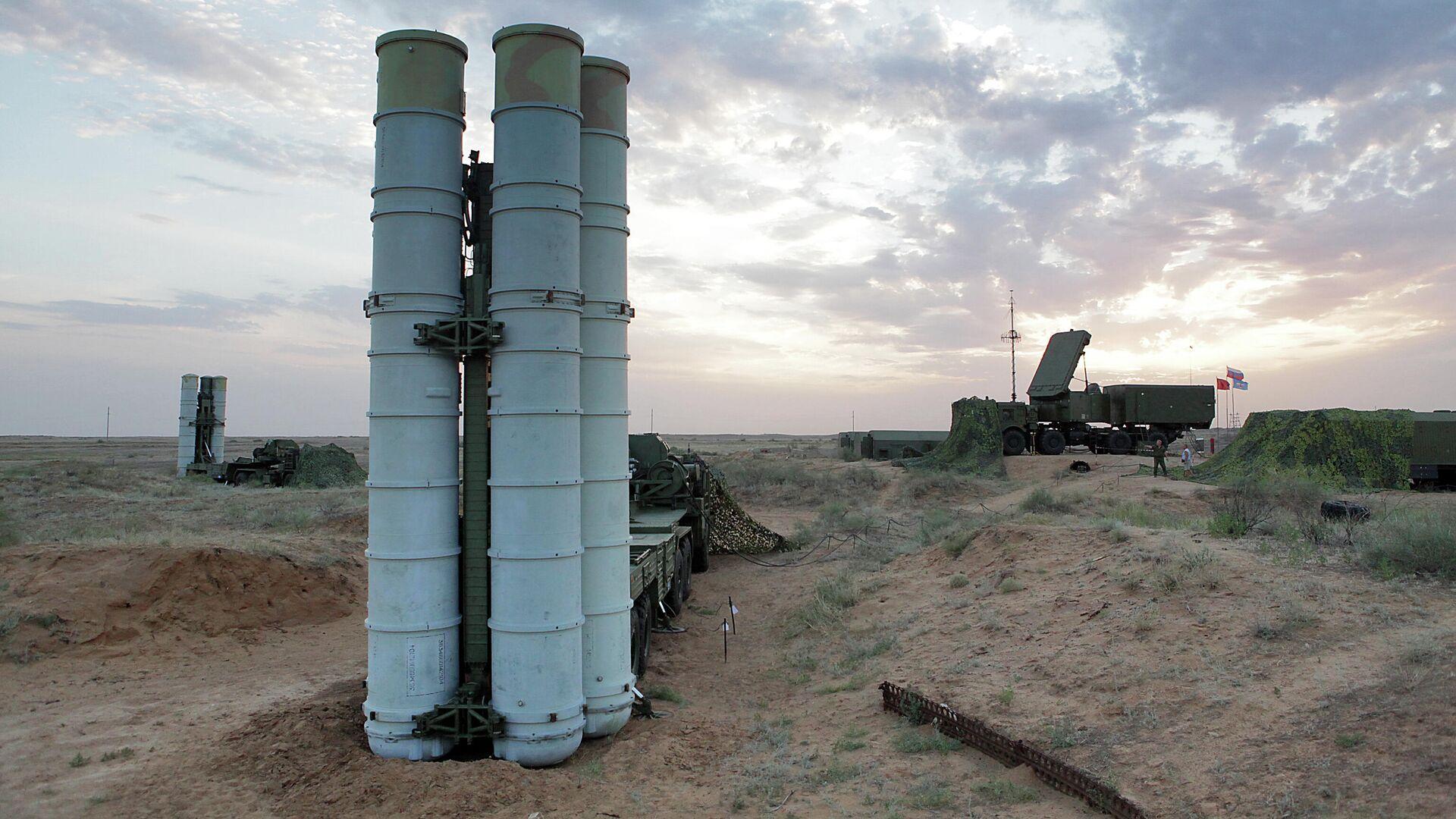 Подготовка к стрельбам зенитных ракетных систем С-400 Триумф на полигоне Ашулук  - РИА Новости, 1920, 04.08.2021