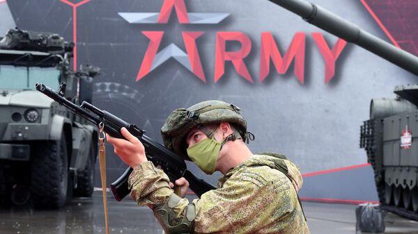 Военнослужащий на выставке вооружений Международного военно-технического форума Армия-2020