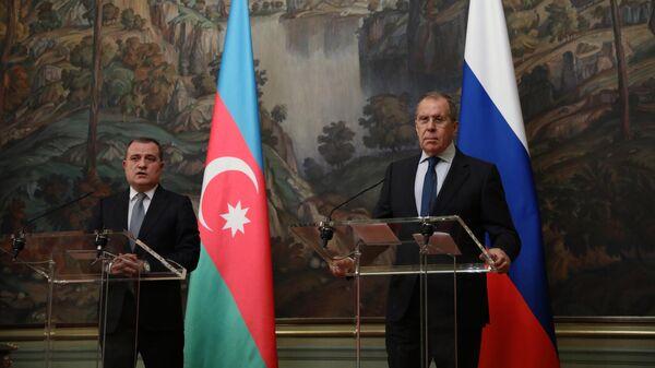 Министр иностранных дел РФ Сергей Лавров и министр иностранных дел Азербайджана Джейхун Байрамов на пресс-конференции по итогам встреч в Москве