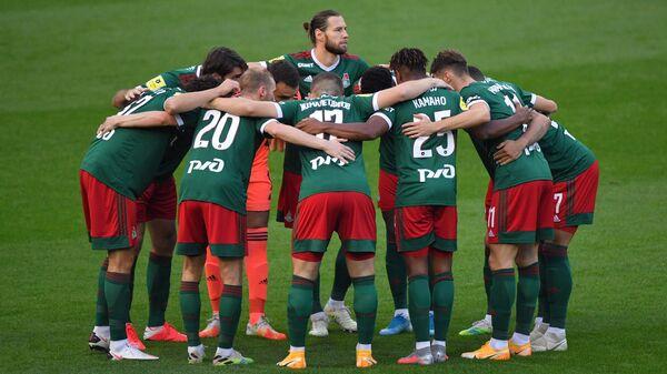 Игроки Локомотива перед началом матча
