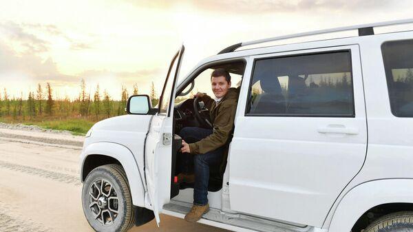 Губернатор ЯНАО Дмитрий Артюхов во время поездки по муниципалитетам на автомобиле