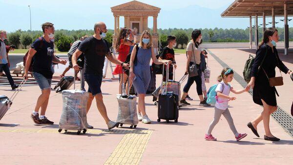 Первые туристы из РФ прибыли на курорты Турции
