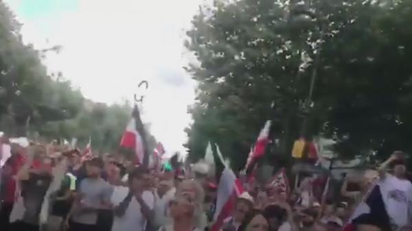 На митинге в Берлине скандируют Путин!
