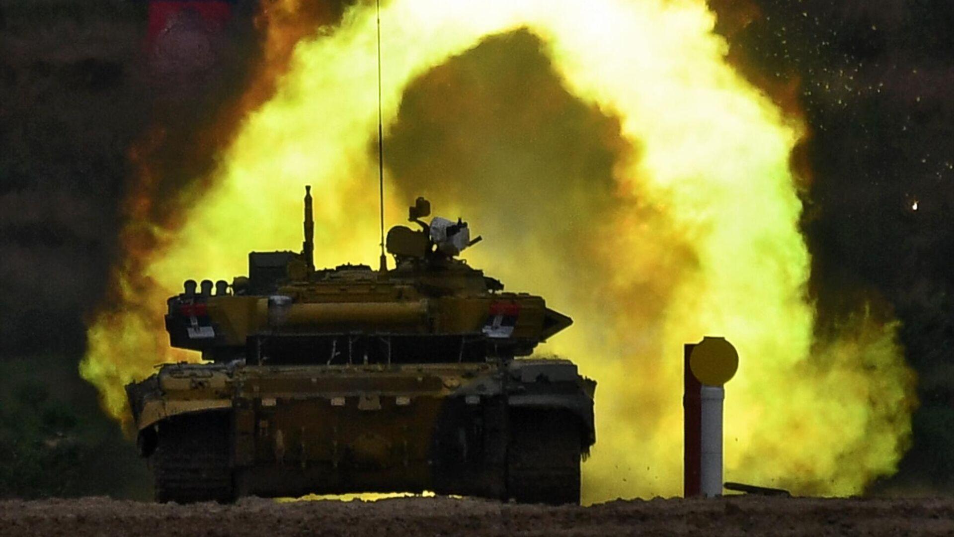Танк Т-72Б3 команды военнослужащих Сербии во время соревнований танковых экипажей в рамках конкурса Танковый биатлон-2020 в Подмосковье  - РИА Новости, 1920, 01.10.2020