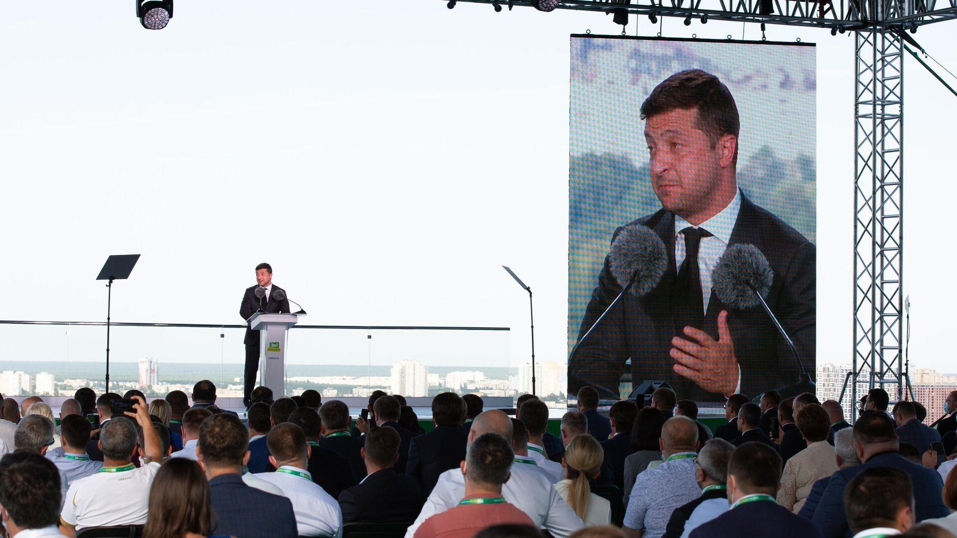 Президент Украины Владимир Зеленский выступает на съезде партии Слуга народа в Киеве - РИА Новости, 1920, 16.10.2020