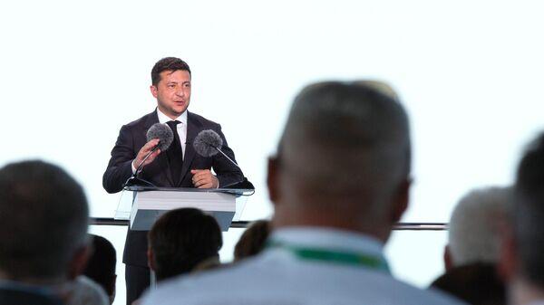 Президент Украины Владимир Зеленский выступает на съезде партии Слуга народа в Киеве