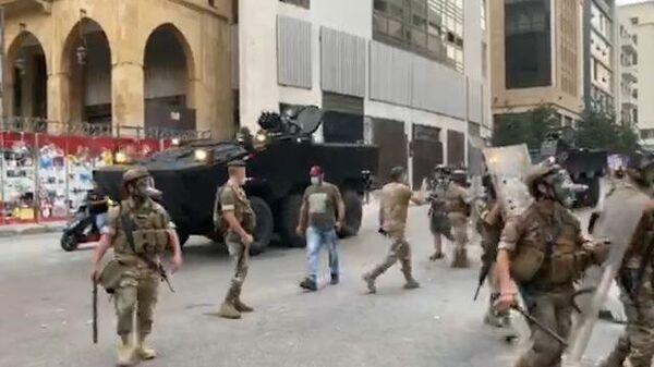Слезоточивый газ против демонстрантов: видео из Бейрута
