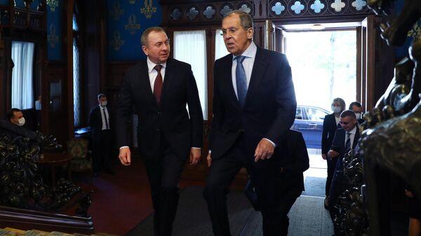 Министр иностранных дел РФ Сергей Лавров и министр иностранных дел Белоруссии Владимир Макей во время встречи в Москве.