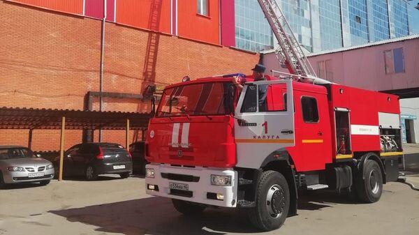 Пожарная машина на месте возгорания на улице К. Либнехта в Калуге