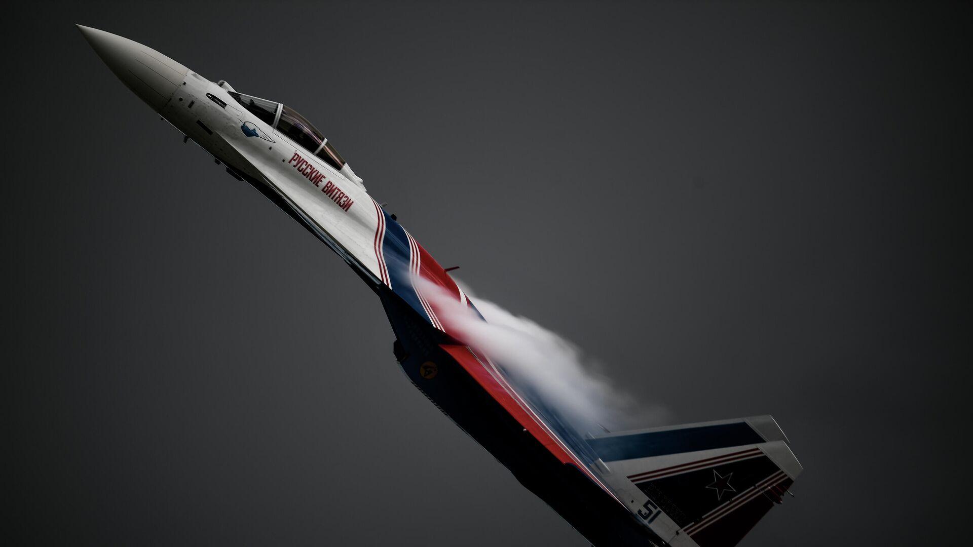 Истребитель Су-35С пилотажной группы Русские витязи выполняет демонстрационный полет в рамках Международного форума Армия-2020 на аэродроме Кубинка в Подмосковье - РИА Новости, 1920, 20.07.2021