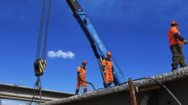 Рабочие во время капитального ремонта Каштакского моста в Чите