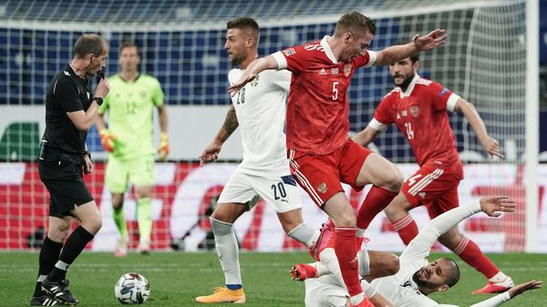Игровой момент матча сборных России и Сербии в рамках Лиги наций УЕФА