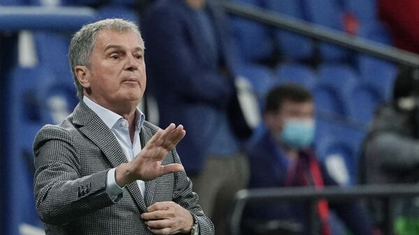 Главный тренер сборной Сербии по футболу Любиша Тумбакович