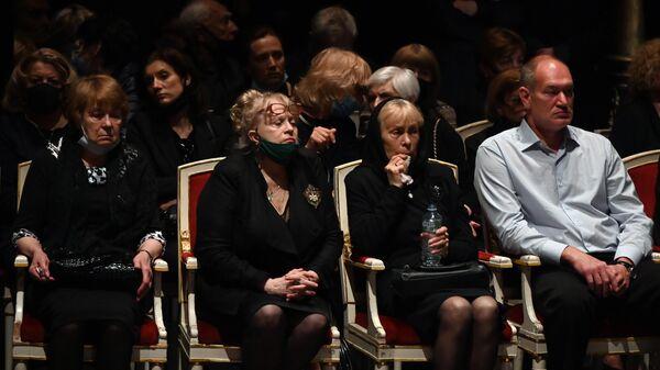 Родные и близкие на церемонии прощания с народным артистом России Борисом Клюевым