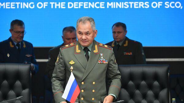 Министр обороны РФ Сергей Шойгу перед началом совместного заседания Министров обороны государств ШОС, СНГ и ОДКБ