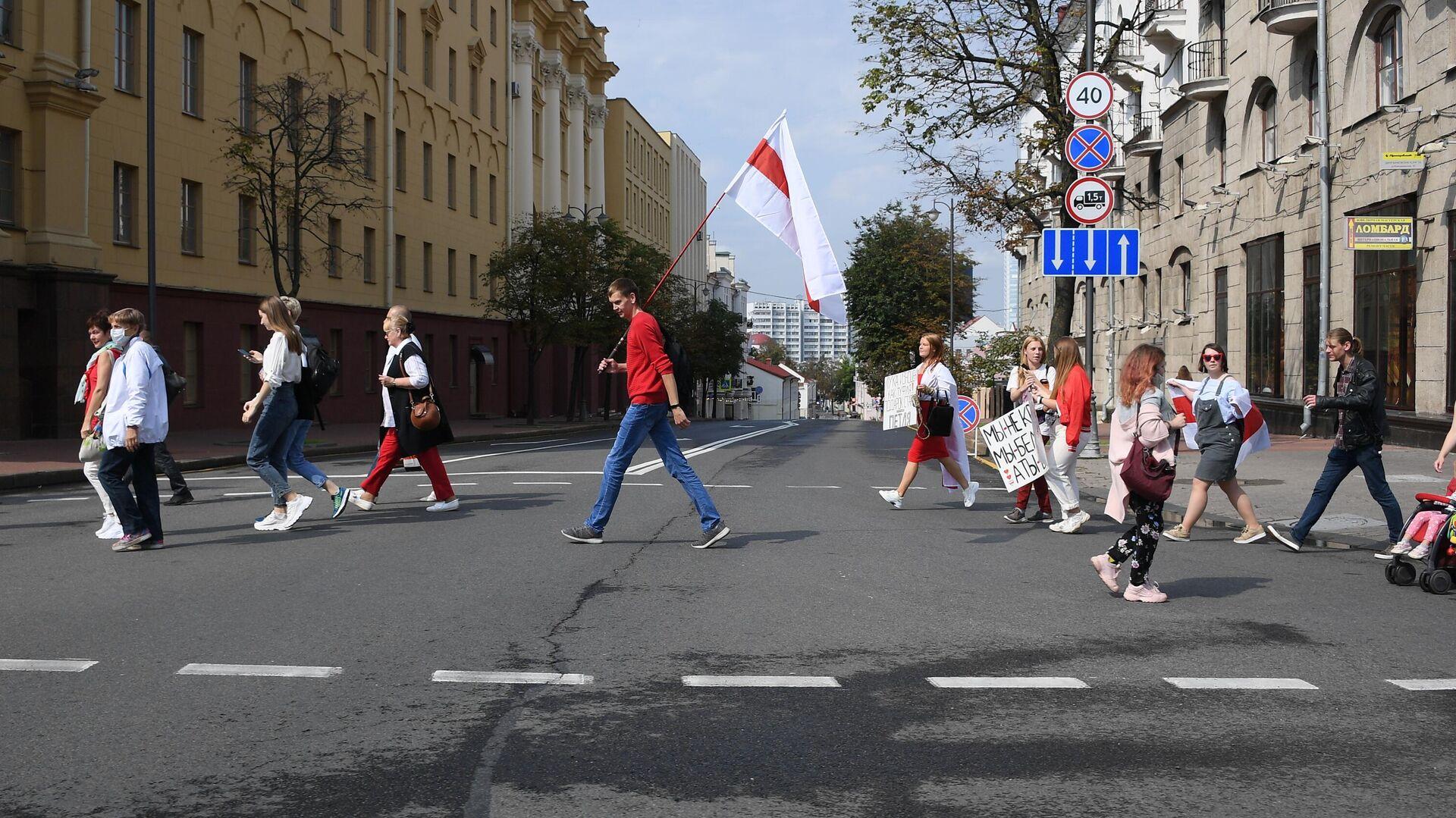 Участники акции протеста на проспекте Независимости в Минске - РИА Новости, 1920, 18.10.2020