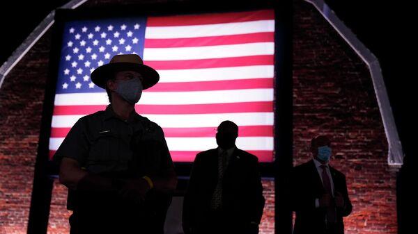 Охрана возле Национального памятника Форт МакГенри в Балтиморе