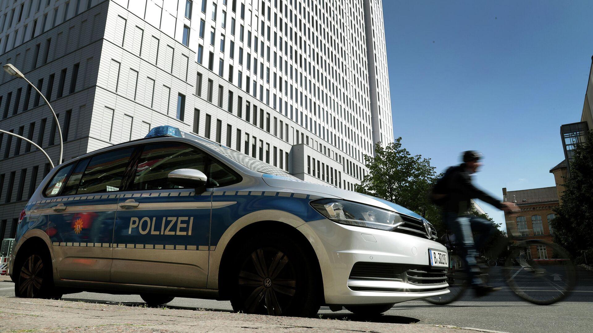 Автомобиль полиции на около больницы Charite в Берлине - РИА Новости, 1920, 09.09.2020