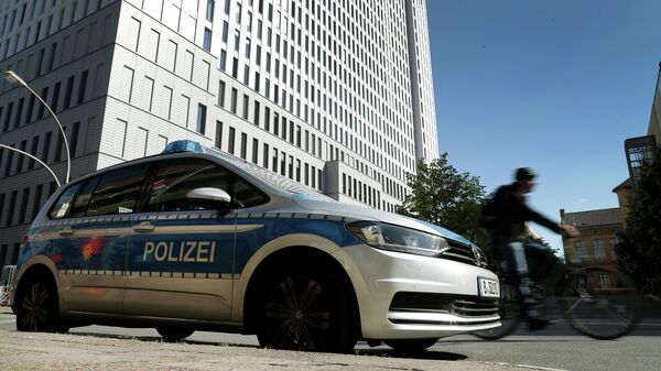Автомобиль полиции на около больницы Charite в Берлине