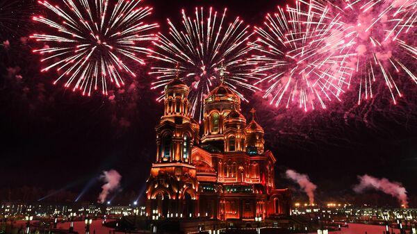 Праздничный салют на XIII Международном военно-музыкальном фестивале Спасская башня