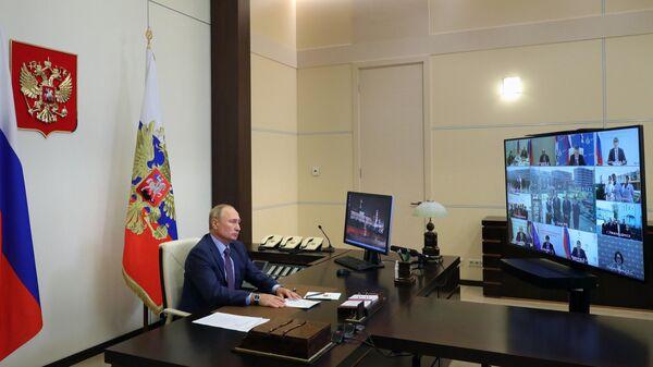 Владимир Путин проводит совещание по вопросам ликвидации последствий наводнения в Иркутской области в 2019 году в режиме видеоконференции