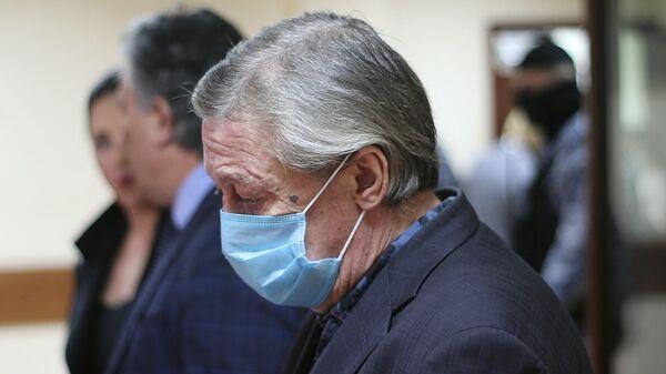 Актёр Михаил Ефремов в зале заседаний Пресненского суда города Москвы во время оглашения приговора