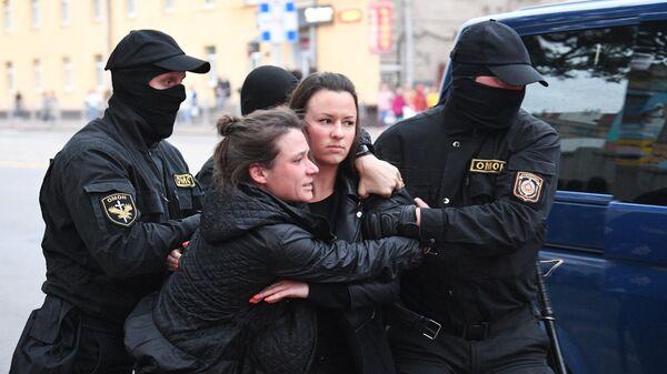 Задержание участниц акции протеста в Минске