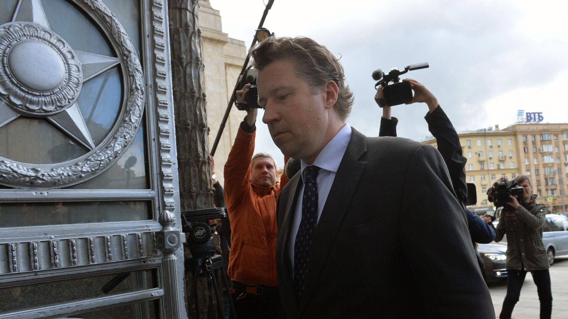 Посол ФРГ Геза Андреас фон Гайр входит в здание МИД РФ в Москве - РИА Новости, 1920, 09.09.2020