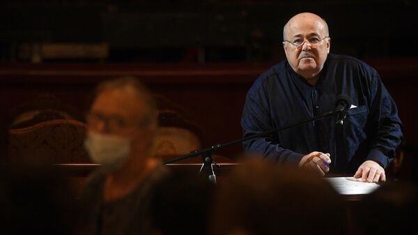 Художественный руководитель театра Et Cetera Александр Калягин во время сбора труппы театра.
