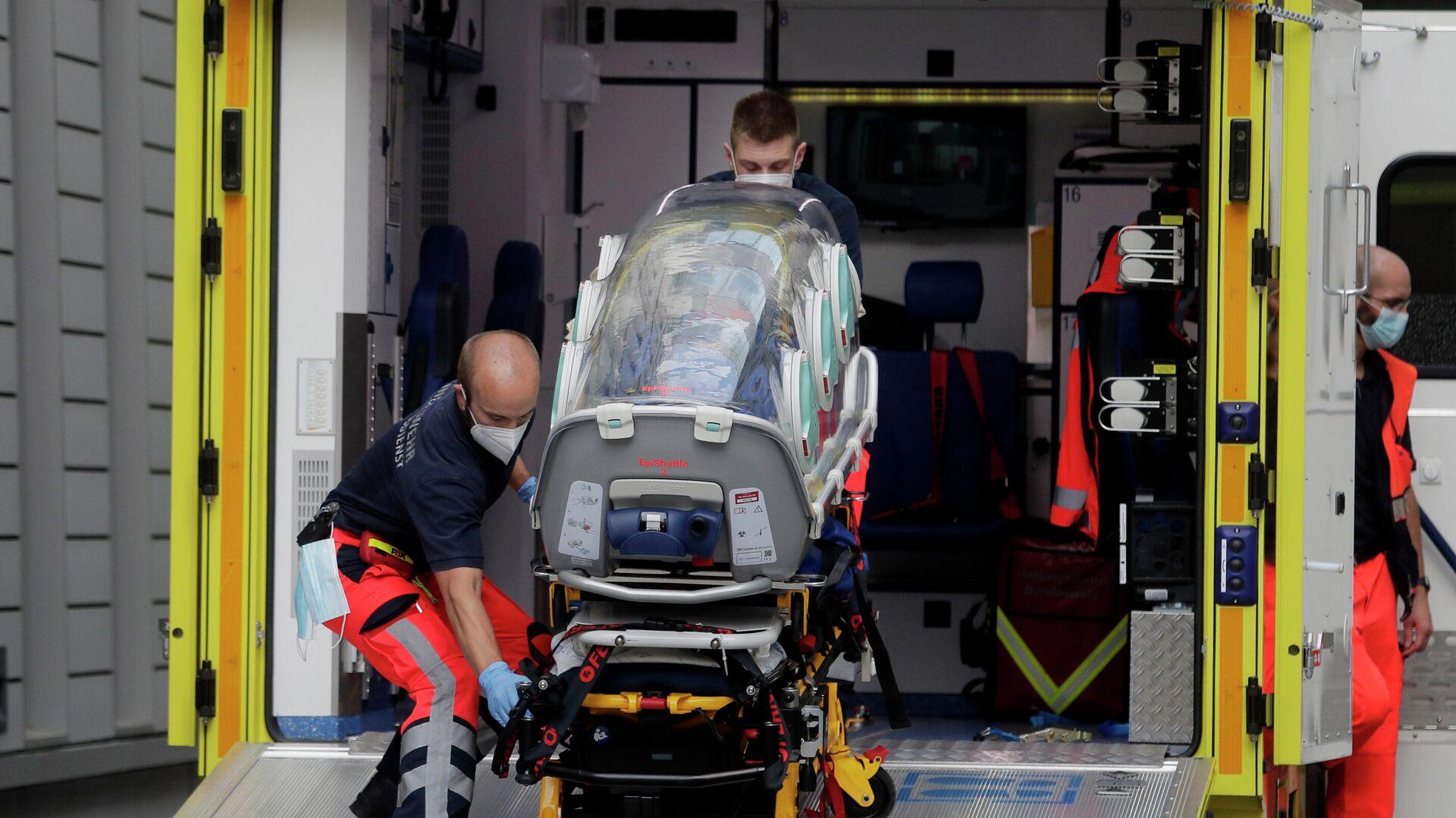 Экипаж скорой помощи, на котором предположительно был доставлен в клинику Шарите в Берлине Алексей Навальный - РИА Новости, 1920, 14.09.2020