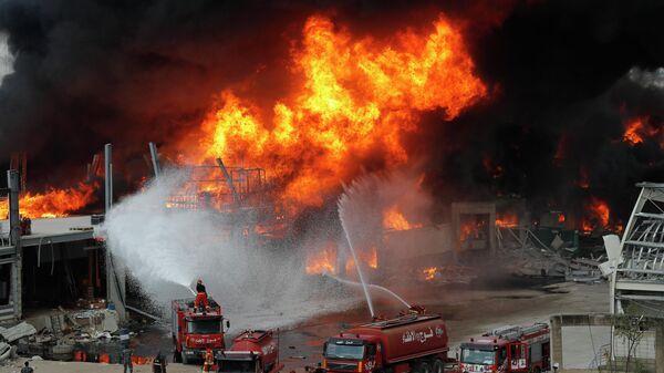 Тушение пожара в порту Бейрута