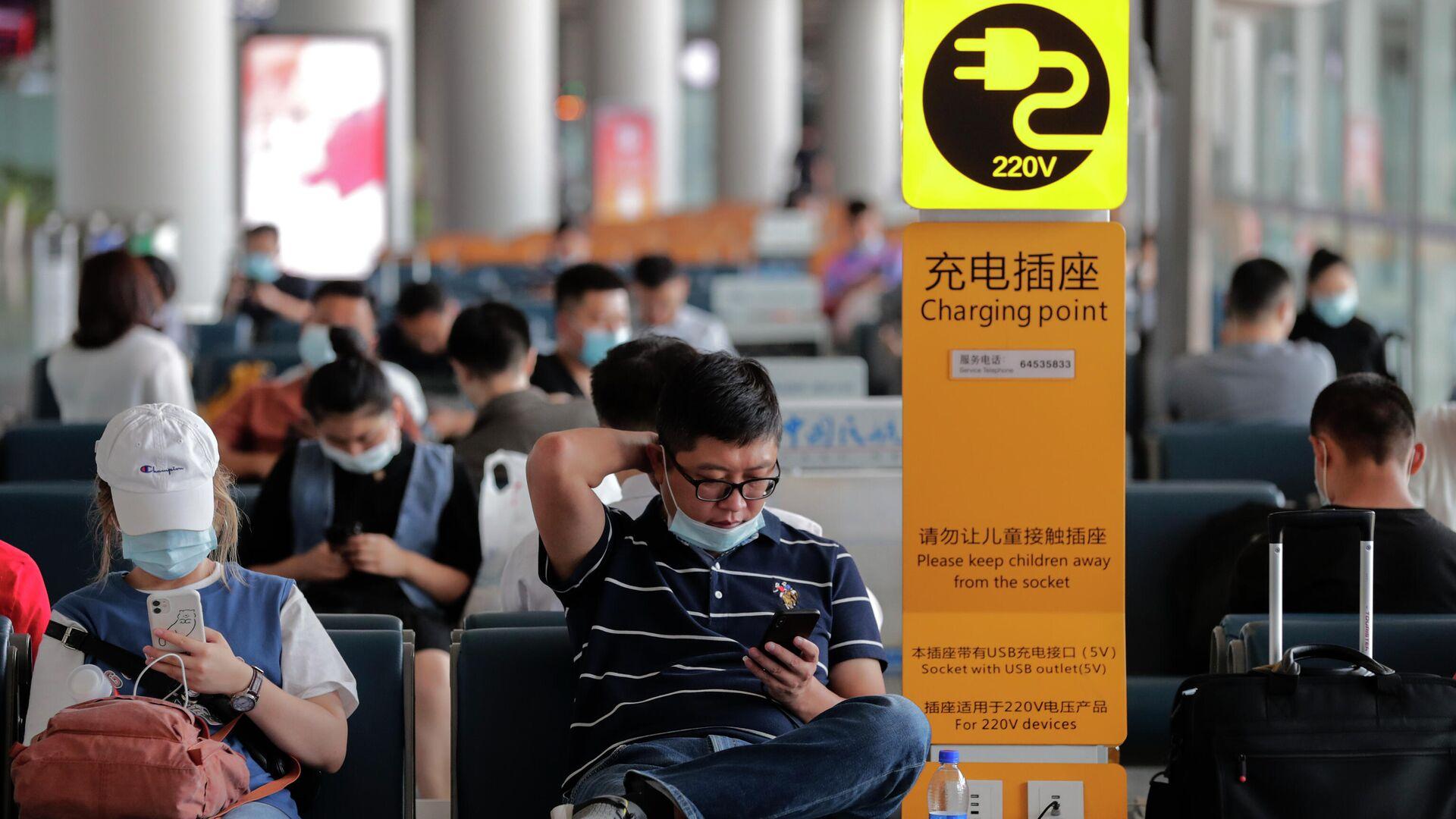 Пассажиры в аэропорту Пекина  - РИА Новости, 1920, 21.06.2021