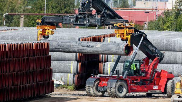 Трубы для газопровода Северный поток -2 в порту Мукран в Германии